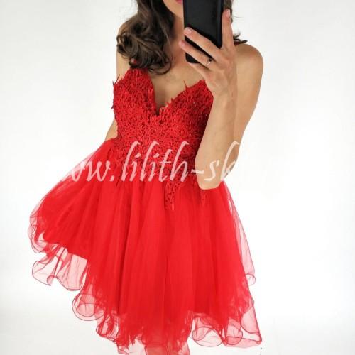 Czerwona sukienka tiulowa, zdobiona